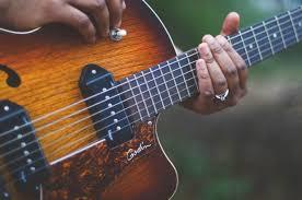 Música relajante blues 9 imagen tocando guitarra