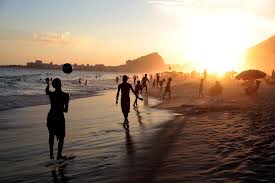Música relajante bossa nova 2 imagen de playa en atardecer
