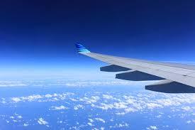 Música relajante chillout 6 imagen de ala de avión en vuelo