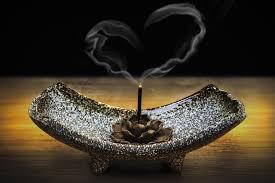 Música relajante romántica 7 imagen de quemador con humo con forma de corazón